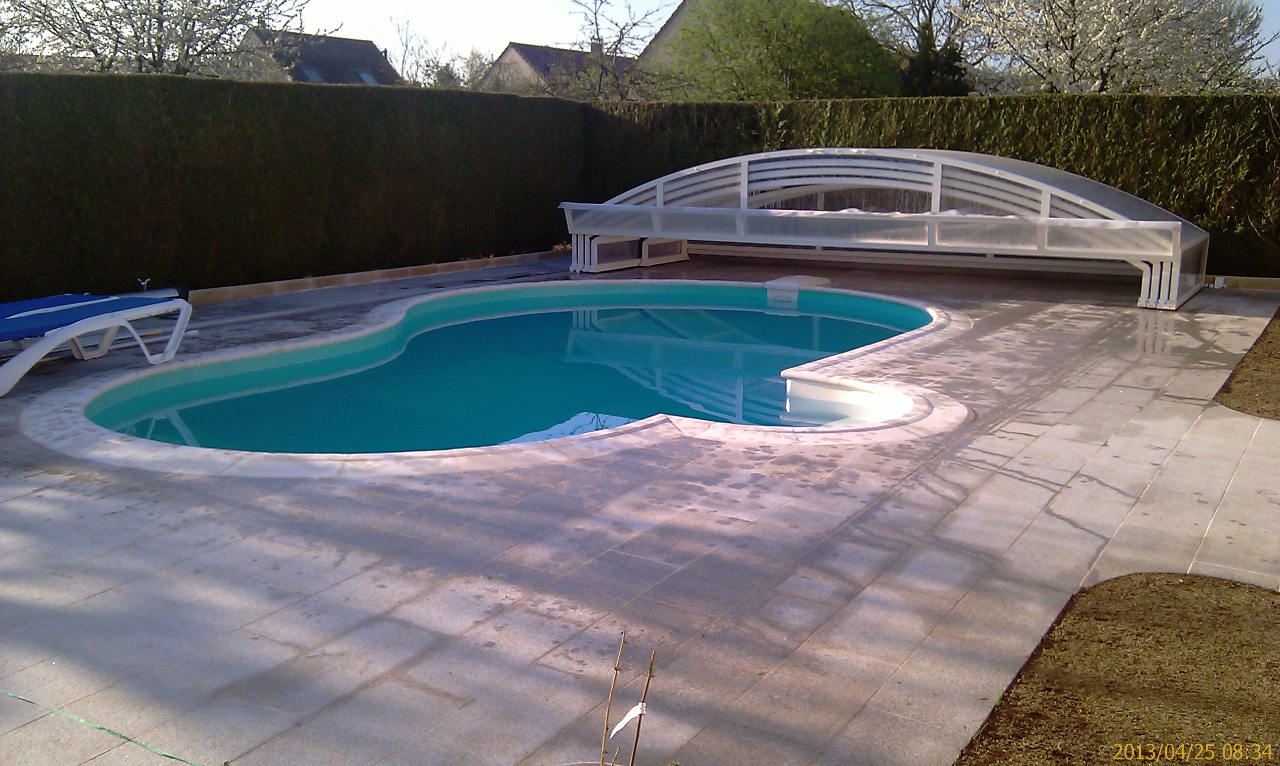 abri piscine forme haricot