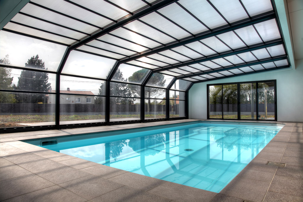 abri piscine mural
