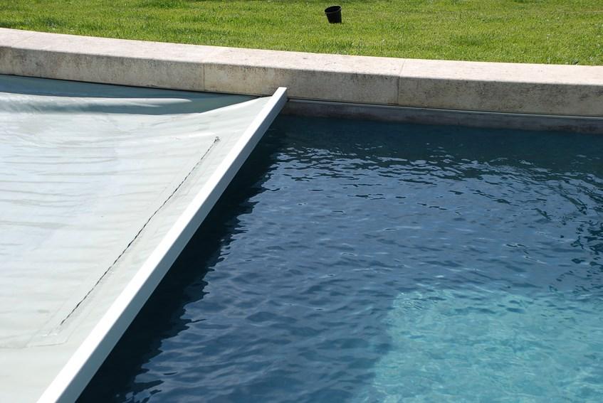 bache piscine sur rail