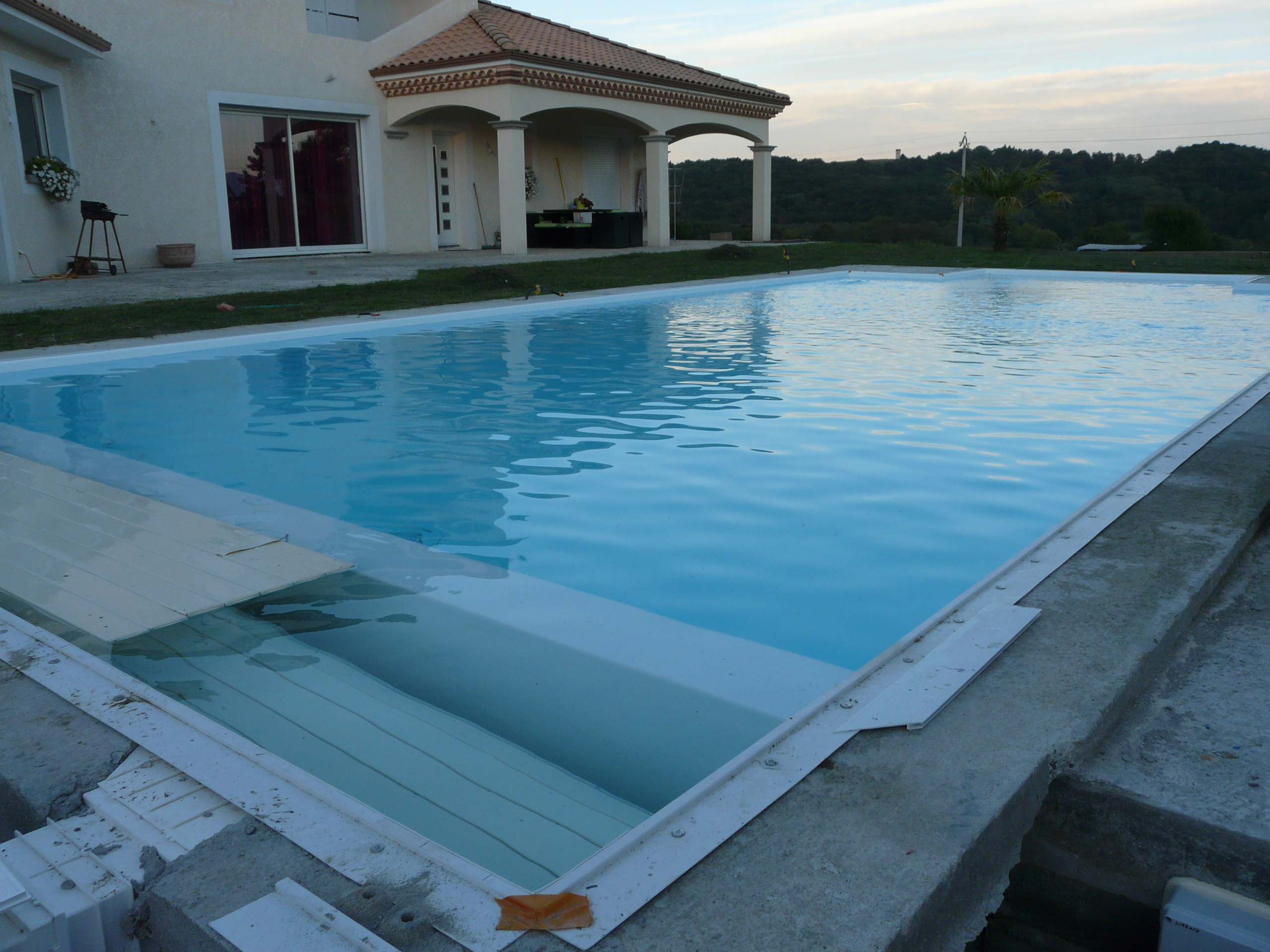 volet piscine immerge et skimmer
