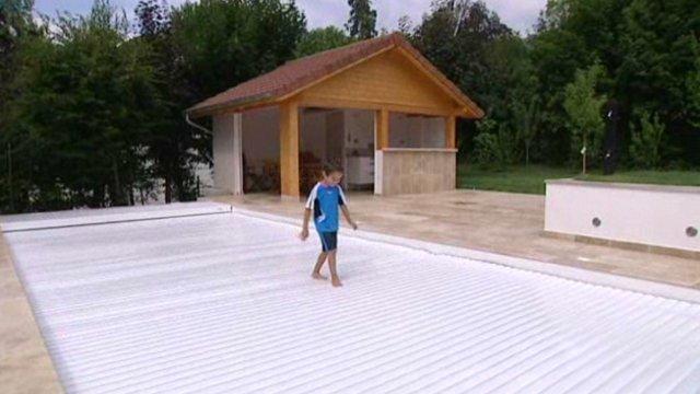 Volet piscine securite - Protection piscine volet roulant ...