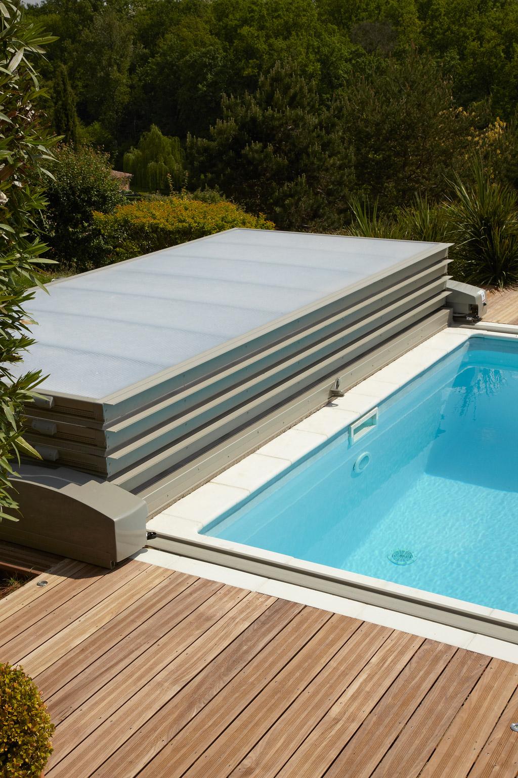 abri piscine bois coulissant