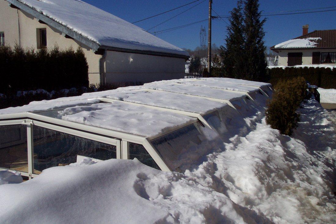 abri piscine neige