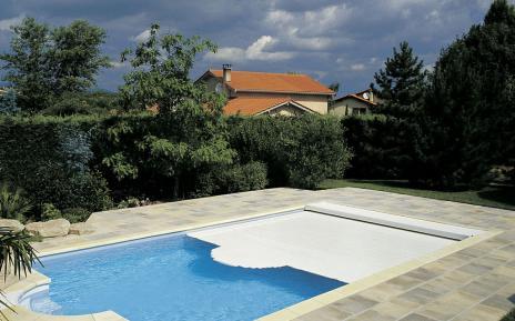 abri piscine volet automatique