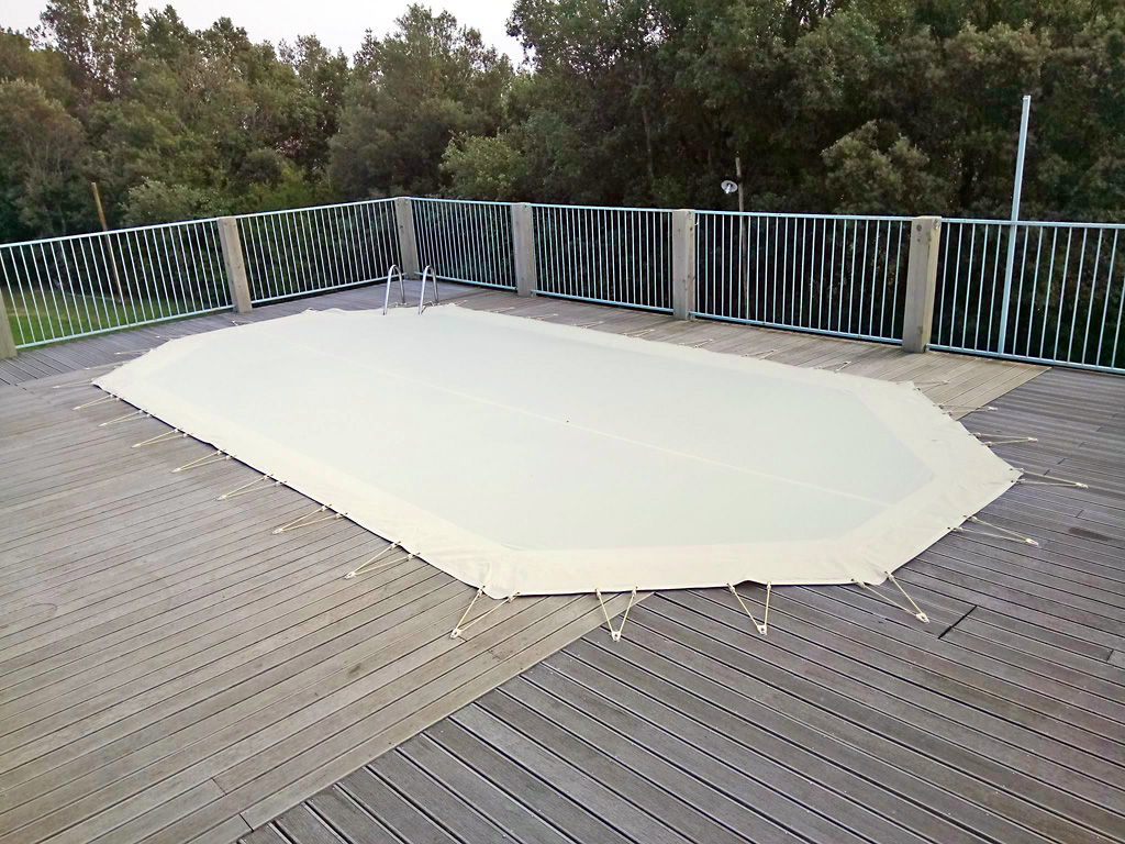 bache piscine ferrari