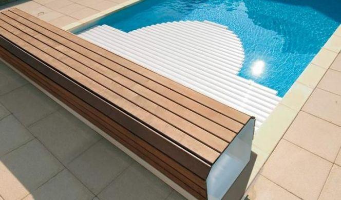 volet piscine avec banc
