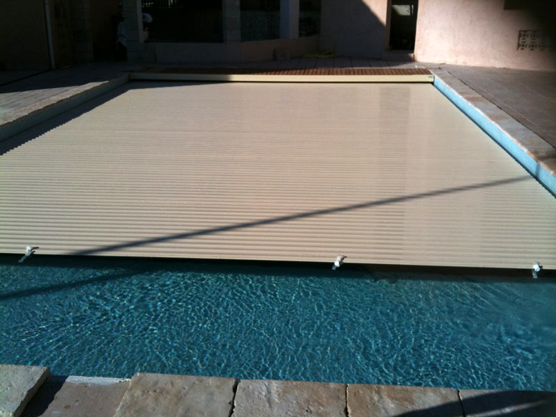 volet piscine couleur