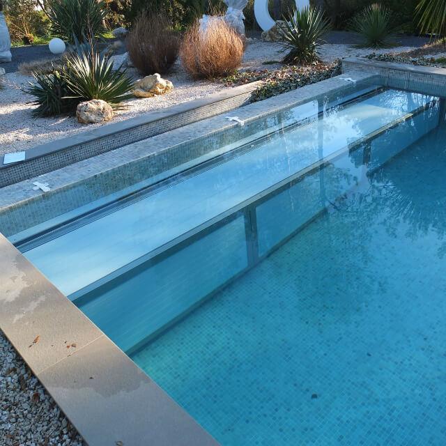 volet piscine immerge fond de bassin