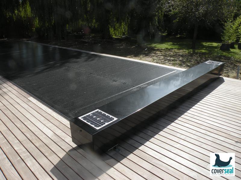volet piscine noir