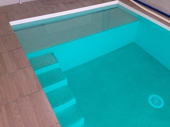 volet piscine sous escalier